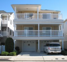 Spacious Open Concept Condo, 2 Blocks from Beach and Boardwalk