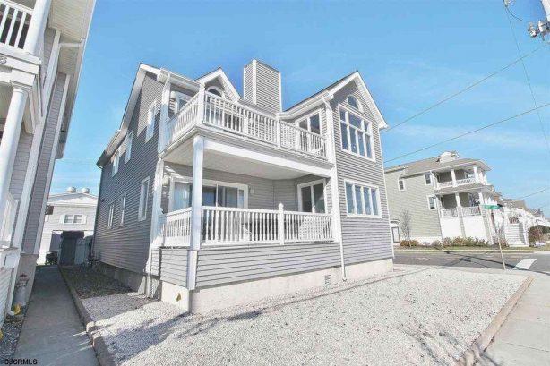 Spotless, Family Friendly, Three Houses to Beach!