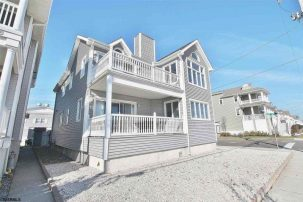 Spotless, Family Friendly, Three Houses to Beach!