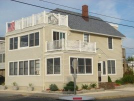 BEST BEACH HOUSE EVER!!! Steps to Ocean, Spacious, Only 2 weeks left!