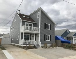 Beautiful Duplex 1 block from the beach and the bay, 3 bdrms, 2 full baths plus loft, sleeps 8-10!!