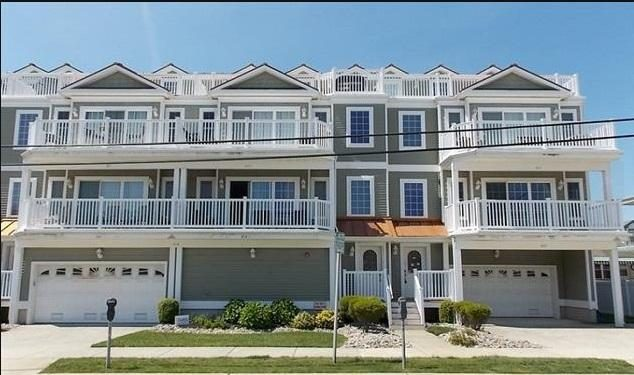 Upgraded Oceanview Condo with Pool * Rooftop Deck * Steps to the Beach and Boards