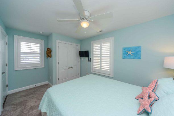 Bedroom #2 - Junior master with queen bed, TV, en suite bathroom