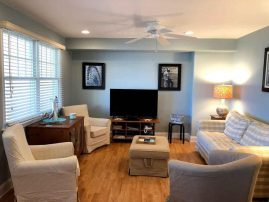 ONE BLOCK FROM THE BEACH! IN-GROUND POOL, 6 BEACH PASSES, CLEANING INCLUDED 2 BR, 2 Bath Condo