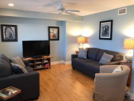 ONE BLOCK FROM THE BEACH! IN-GROUND POOL, 6 BEACH PASSES, 2 BR, 2 Bath Condo