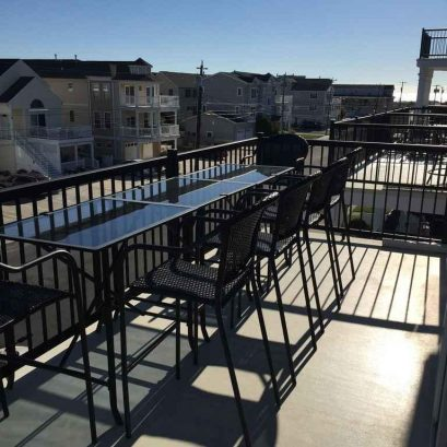 Top floor deck w/tables and chairs