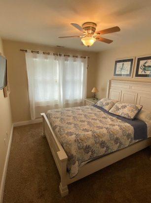 """Bedroom #2 w/queen bed, ceiling fan, 32""""HDTV"""