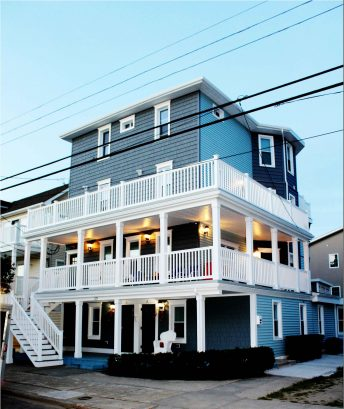 THE DR BEACH HOUSE: YOUNG ADULTS WELCOME: 4 Large Apartments that will sleep 55!