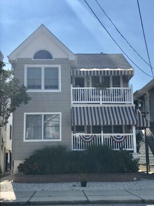 1.5 Blocks from the Beach!! Charming Second Floor Condo