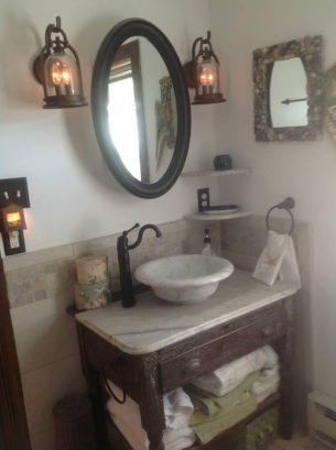 Main Floor bathroom, Shower and tub