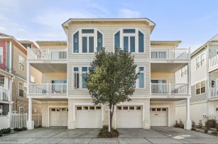 Beautiful, 1st Level Condo - Private Garage - 2.5 Blocks From The Beach!
