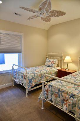 Hall Bedroom - 2 Twin (Sleeps 2)