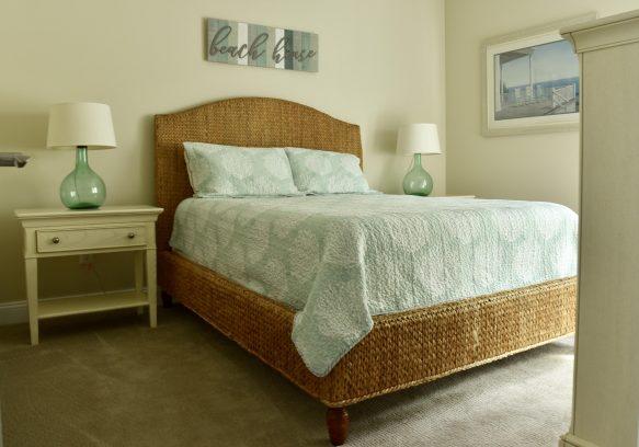 Hall Bedroom - Queen (Sleeps 2)