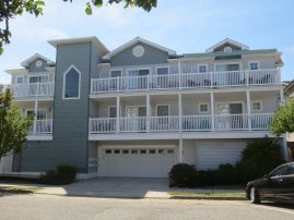 WW Baker St. Top Floor Condo 2 Blocks from Beach Sleeps 11 (NJ Sales Tax Included in Price)