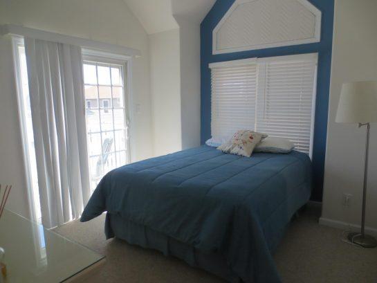 Bedroom 1- Queen Bed