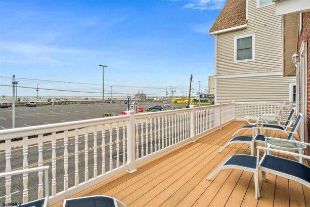 Upper Level Front Deck w/Ocean View