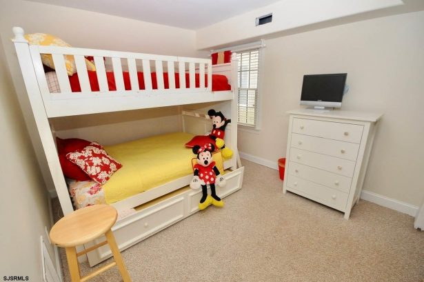 Kids bunk bedroom with trundle bed