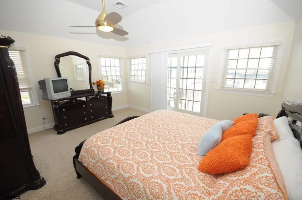 3rd Floor Master bedroom with King bed, Bath and Ocean View