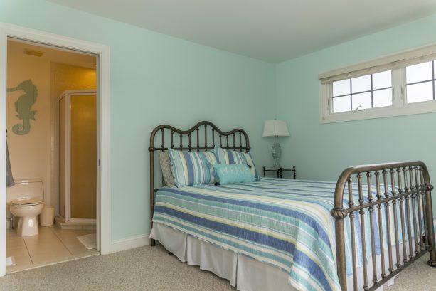 2nd floor queen bedroom with private on suite bathroom