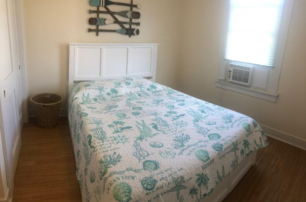 right unit BR 1, queen bed
