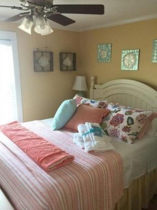 Queen Bed with seperate Full Bath