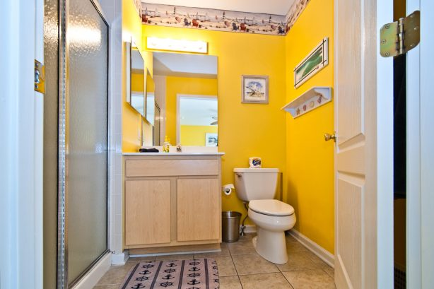 ❤️ Many reviews note how much they LOVE having three Bathrooms! The bathroom is decorated with fun Beach themed decorations and is always immaculately clean! All towels are fresh and clean and provided by us! WOW!