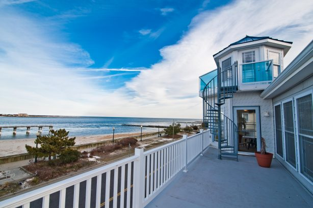 """❤️ When staying at the Corner Beach House will experience 5 Large Decks across 4 stories! Given that the Corner Beach House is on the """"corner"""" you will enjoy panoramic and unobstructed views that wrap around the property! This can ONLY be enjoyed ..."""