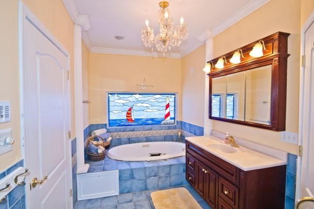 ❤️ Enjoy for yourself an Incredible master bath. Use your Soothing Jacuzzi Tub and turn-on the Heated Tile Floor, you will think you have gone to Heaven! All towels are fresh and clean and provided by us! Enjoy a truly One-of-a-Kind custom Stain G...