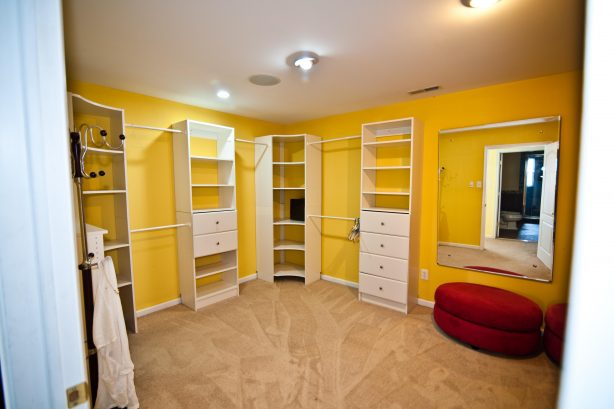 ❤️ The Master Walk-In closet is as large as a small bedroom! Enjoy plenty of space for you luggage and shopping items!