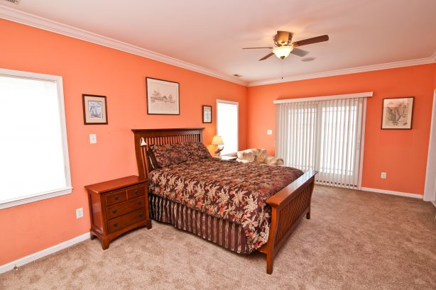 ❤️ After a fun day get a Great Nights Rest in your large and comfortable 2nd master bedroom, yes the Corner Beach House has two master bedrooms! Use the Luxury En-Suite with your own Private Jacuzzi Tub and LARGE walk-in-shower. Enjoy great water ...