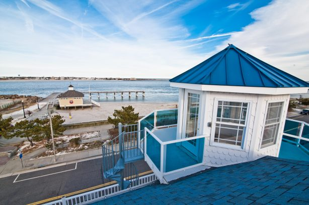 ❤️ Experience the One-of-a-Kind LIGHTHOUSE, not many homes have a Lighthouse but the Corner Beach House Does!! Enjoy the Widow Walk four stories above the ground and up a spiral staircase from the third floor deck. Up here the Beach and Ocean view...