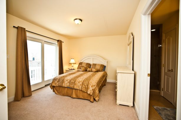 ❤️ After a great day out on the town get a Great Nights Rest in your large and comfortable 2nd master bedroom (Yes we have Two Master Bedrooms)! Use the Luxury En-Suite with a LARGE walk-in-shower. Enjoy the fresh sea air from your Own Private Dec...