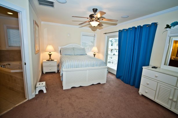 ❤️ After a fun day get a Great Nights Rest in your large and comfortable master bedroom! Use the Luxury En-Suite with your own Private Jacuzzi Tub and LARGE walk-in-shower. Enjoy great water views and the fresh sea air from your Own Private Deck! ...