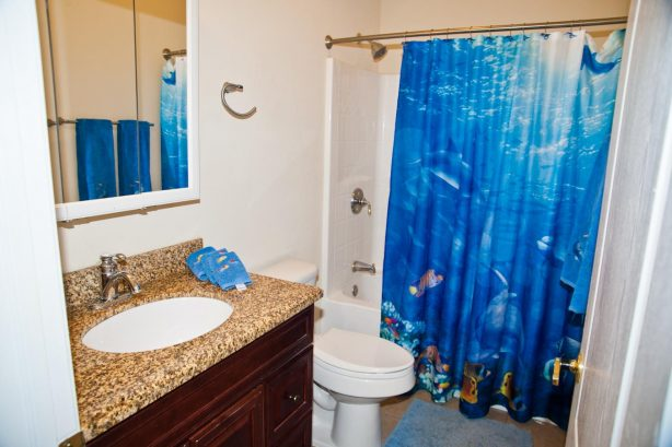 ❤️ Many reviews note how much they LOVE having three Full Bathrooms! Yes the Top End Townhome has a 3rd full bathroom for you and your guests to use. Its is decorated with fun Beach themed decorations. All towels are fresh and clean and provided b...