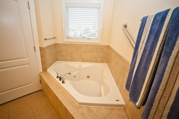 ❤️ Enjoy for yourself an Incredible master bath. Use your Soothing Jacuzzi Tub and turn-on the Heated Tile Floor, you will think you have gone to Heaven! Take advantage of two stylish vessel sinks and Enjoy the HUGE Walk-In Shower. WOW!