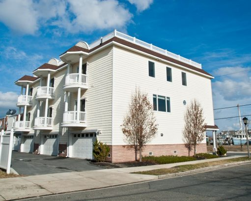 ❤️ Enjoy the Beautiful Exterior and immaculately clean landscaping of the Top End Townhome! Enjoy the security and convenience of having your own garage, the garage is very large (some have parked 4 cars inside!). Not to mention the Elevator (yes ...
