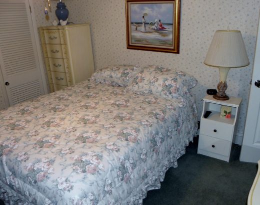 Queen bed on 2nd floor of unit