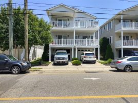 Spacious Beach Block Condo with Pool Table