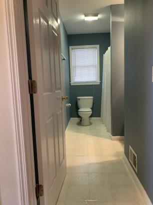 Upstairs Main Full Bathroom