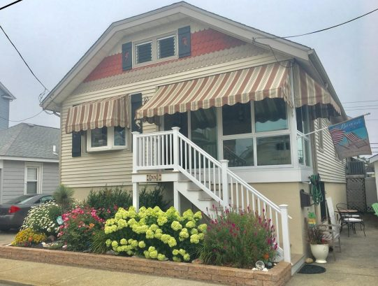 Beautiful Renovated Single Home on Quiet St/Great Location- Inc Beach Tags/Chairs/Toys, Bikes & more