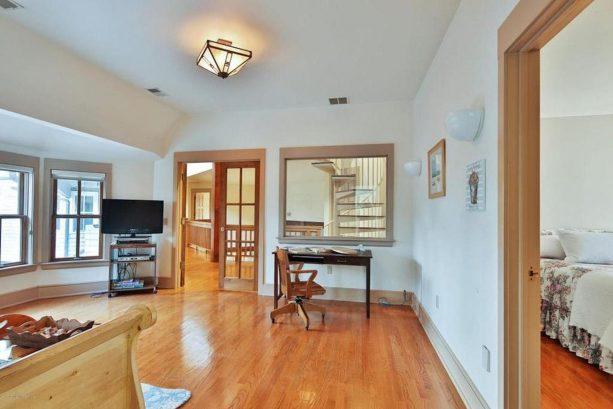 2nd suite floor living area