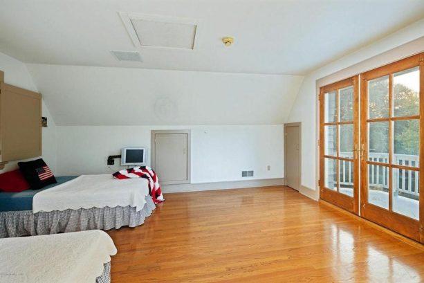 3rd floor bedroom 4 with balcony