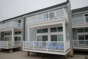Oceanfront Townhouse. 2 Decks. 3 Parking spots