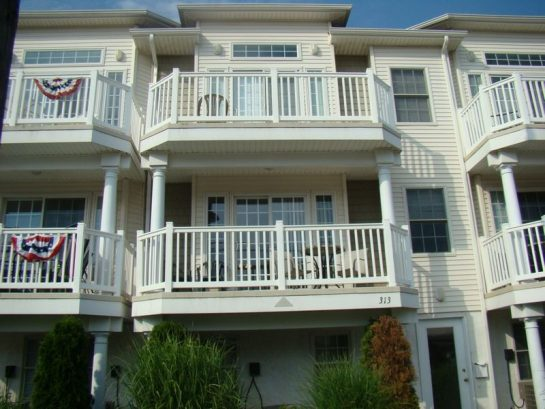 * Huge Beach Block Townhouse * Ocean Views * WiFi * Beach Gear * ALL INCLUDED