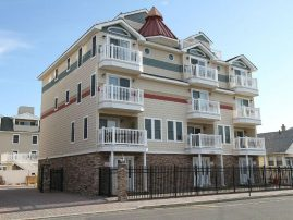 1 block to beach, townhouse with pool