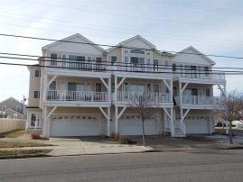 BEAUTIFUL 2nd floor condo, 2 blocks beach/boardwalk Walk to Everything