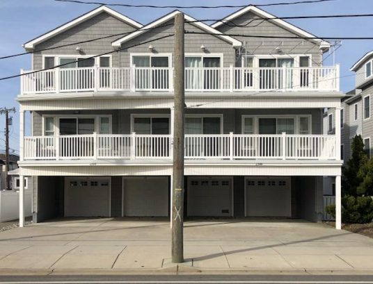 Beautiful Beach Block Condo with Pool, 3 Bedrooms, 2 Baths, Deck and off street parking