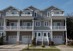 3 level townhome 1.5 blocks to the World Famous Wildwood Beach and Boardwalk
