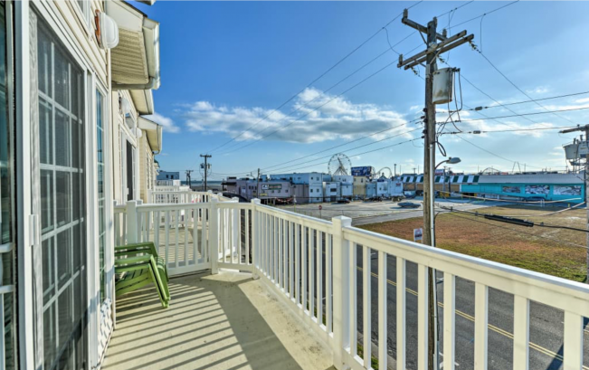 3rd floor balcony - ocean and ferris wheel views!