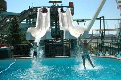 3 Incredibly fun Water Parks within walking distance